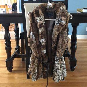 Jackets & Blazers - Faux fur vest damselle brand size medium
